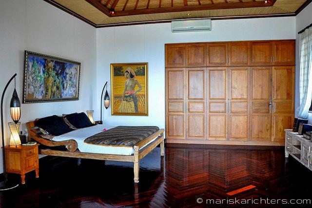 Villa Kembang Kertas Bali - Master bedroom with ensuite bathroom including giant tub and shower.