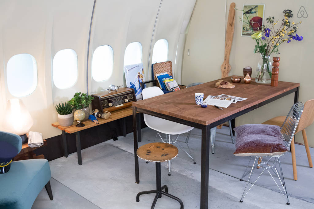 KLM Airplane Apartment - Dining