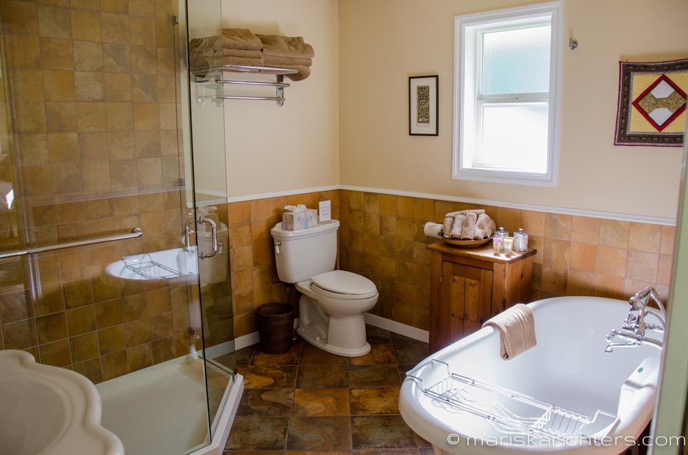 Wits-End-Retreat-Bathroom