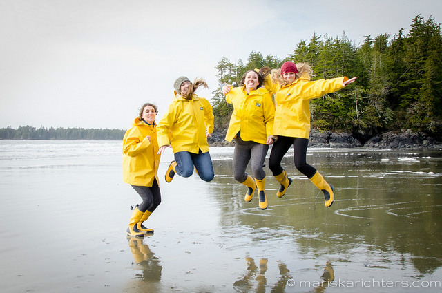 Girls at Middle Beach Tofino 3
