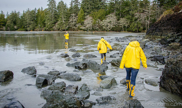 Girls at Middle Beach Tofino 4