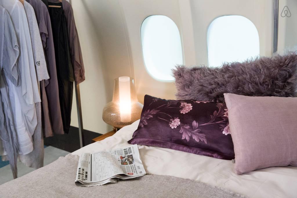 KLM Airplane Apartment -Bedroom